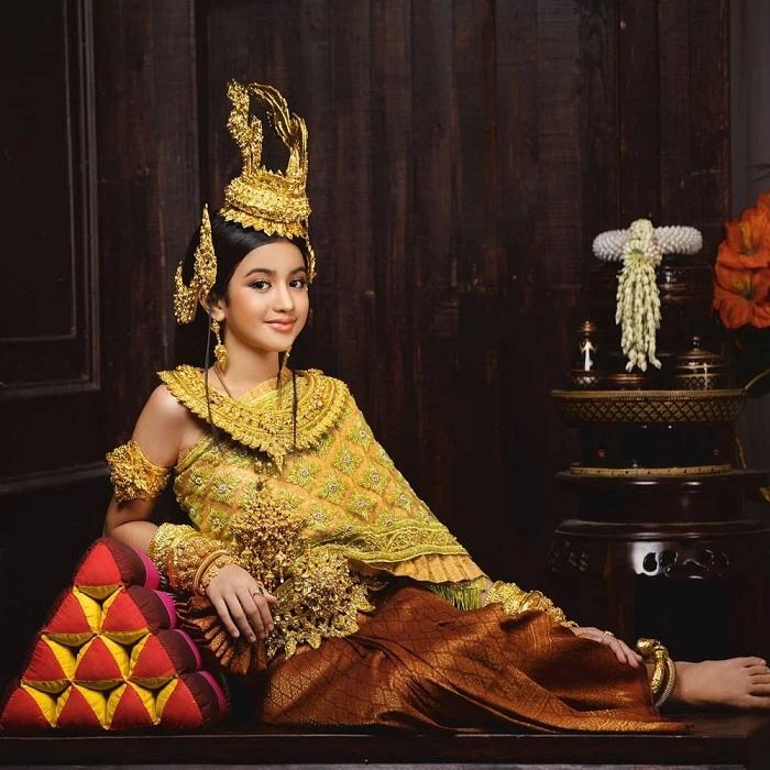 Cộng đồng mạng phát sốt trước nhan sắc tỏa hào quang của công chúa Campuchia 1