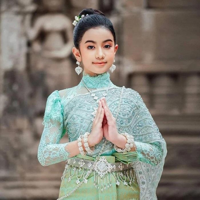 Cộng đồng mạng phát sốt trước nhan sắc tỏa hào quang của công chúa Campuchia 8