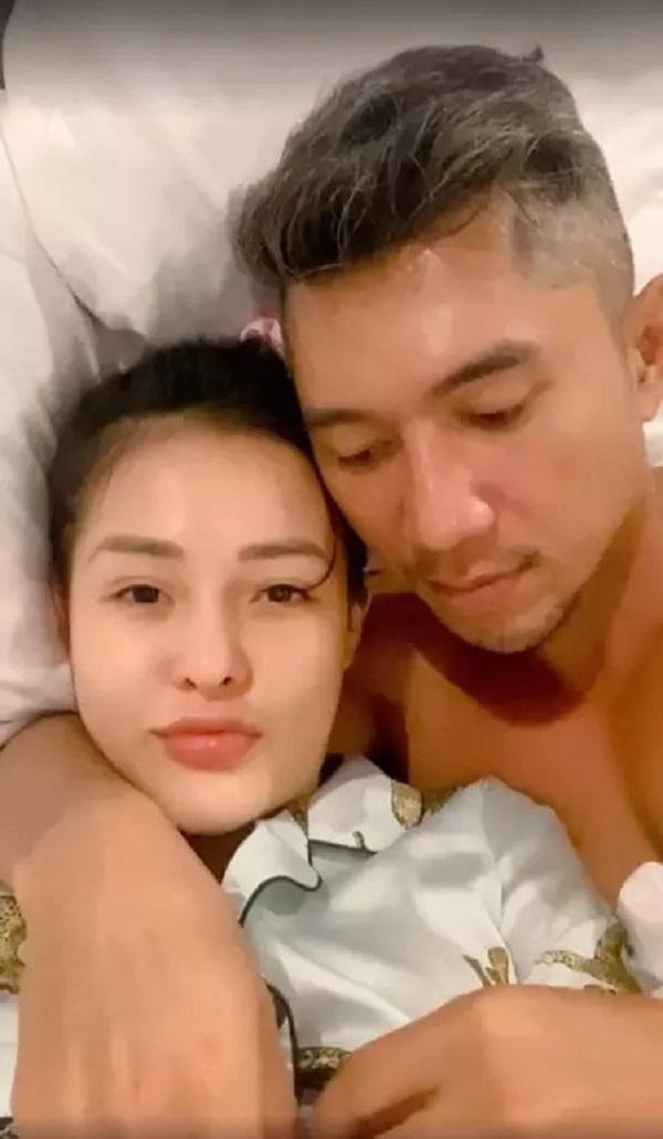 Lương Bằng Quang và Ngân 98 nuôi sở thích quái đản: Khoe ảnh giường chiếu, tắm chung 7