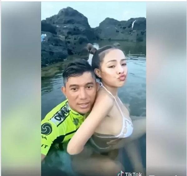 Lương Bằng Quang và Ngân 98 nuôi sở thích quái đản: Khoe ảnh giường chiếu, tắm chung 5