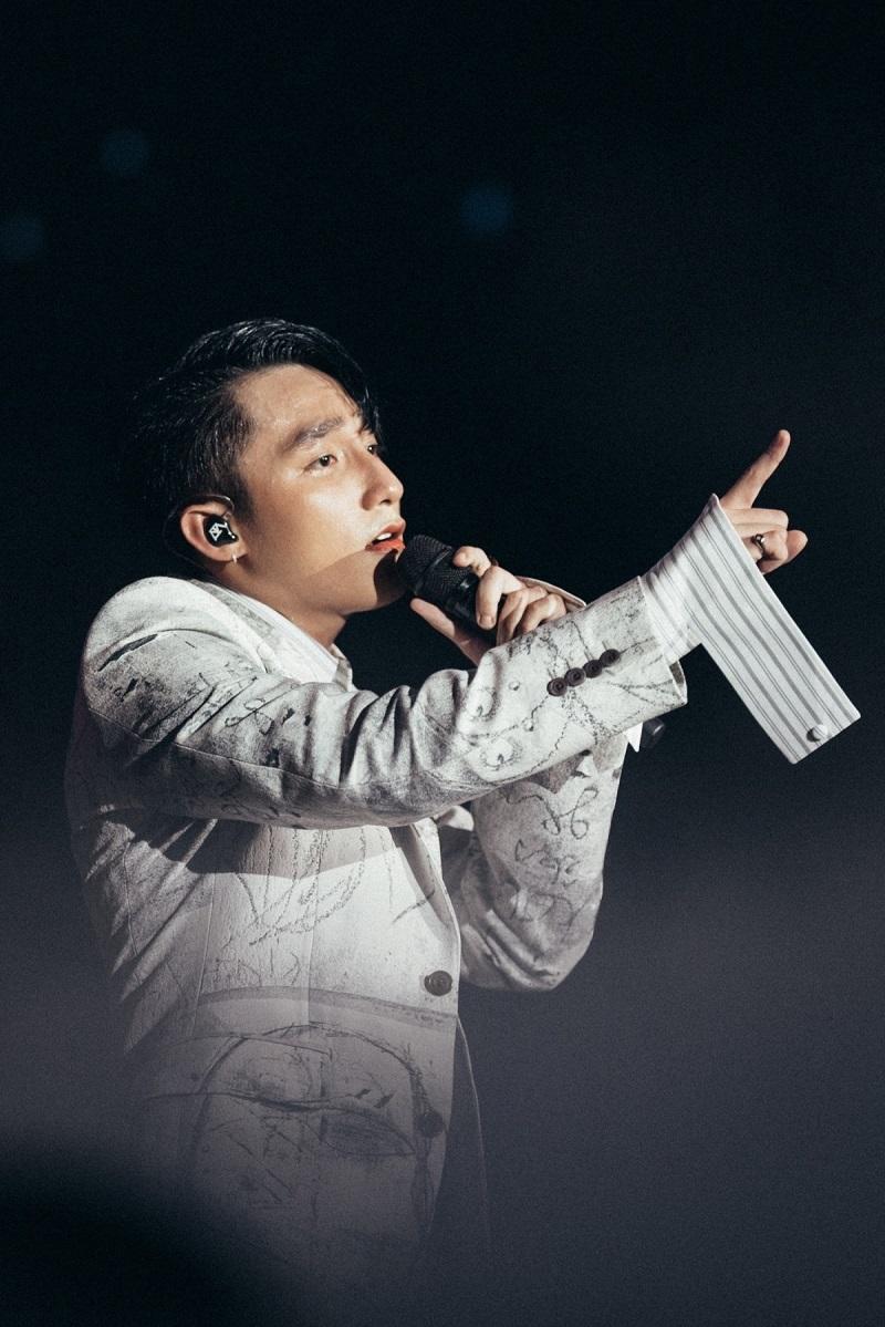 Sơn Tùng bất ngờ vượt mặt Mỹ Tâm, Hà Anh Tuấn trở thành ca sĩ số 1 Việt Nam 5