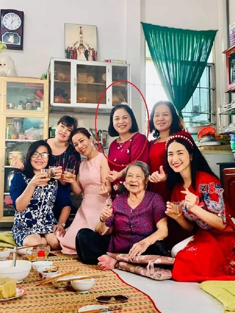 Chưa tròn 2 tuổi, con trai Hòa Minzy đã được bà nội ưu ái lớn thế này 5