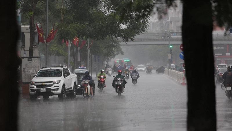 Dự báo thời tiết 27/8: Cảnh báo mưa lớn khắp Hà Nội kèm theo dông, lốc 1
