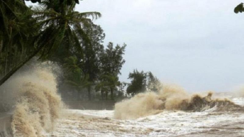 Tin bão khẩn cấp: Bão số 5 giật cấp 13 đổi hướng gây mưa lớn cho miền Trung 2