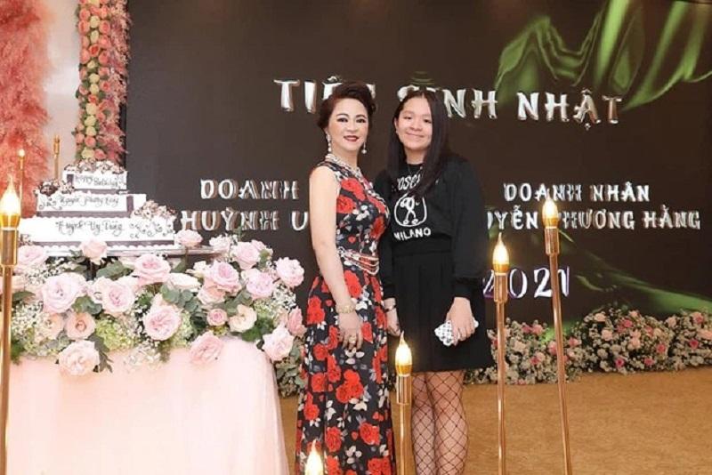 Không nhận ra con gái riêng của bà Phương Hằng, còn lộ một chi tiết 'vượt mặt' mẹ 1