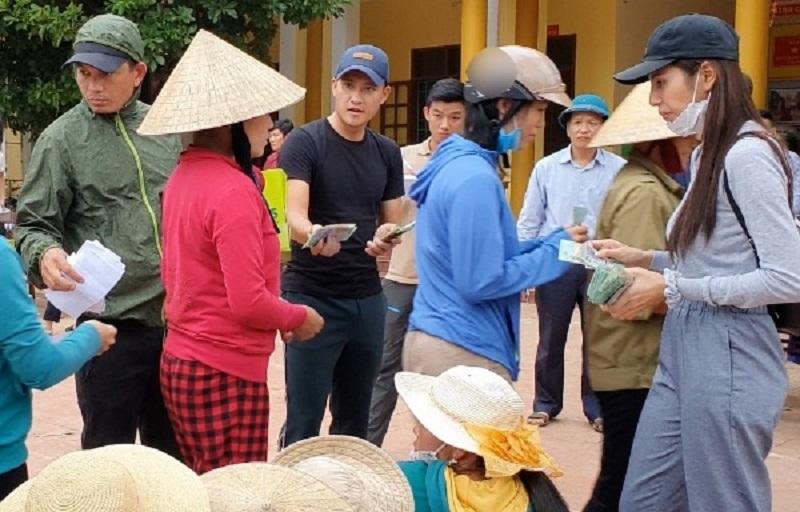 Bà Phương Hằng buông, vợ chồng Công Vinh - Thủy Tiên vẫn bị một nhóm người đeo bám đòi sao kê 3