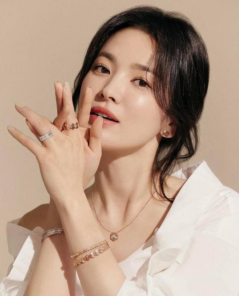 Song Hye Kyo chụp ké vẫn lu mờ vạn vật, xứng danh quốc bảo nhan sắc 1