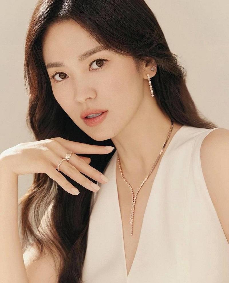 Song Hye Kyo chụp ké vẫn lu mờ vạn vật, xứng danh quốc bảo nhan sắc 2