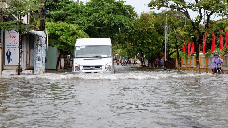 Cập nhật mới nhất về cơn bão số 6: Bão gây mưa rất to từ Quảng Trị đến Bình Định 2