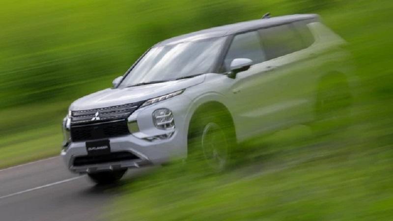 Tin xe hot nhất 5/10: Mitsubishi Outlander chuẩn bị về Việt Nam, Ô tô điện tí hon thiết kế độc lạ 1