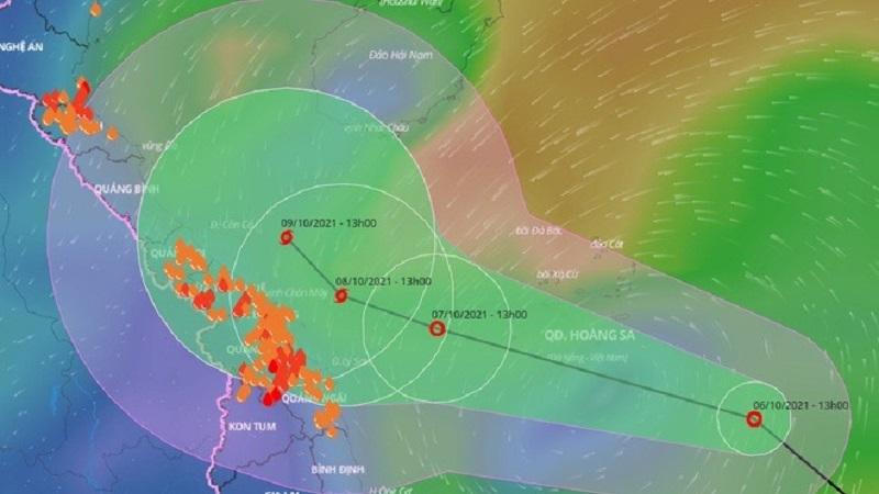 Miền Trung chuẩn bị bão chồng bão, lượng mưa kỷ lục có thể lên tới 600mm 1
