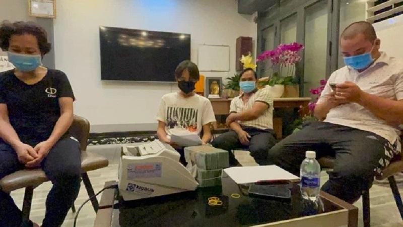 Sao Việt 11/10: Việt Hương nức nở về hoàn cảnh Hoài Linh, Hồ Văn Cường cảm ơn bà Phương Hằng khi vừa nhận tiền 2