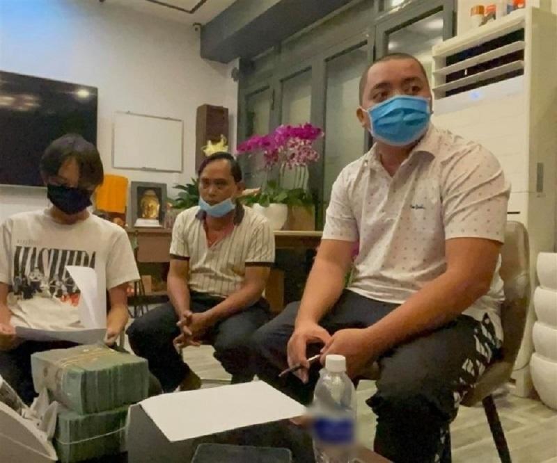 Hồ Văn Cường 'vỗ mặt' quản lý Phi Nhung cực gắt trước thái độ quá tuyệt tình của ekip 3