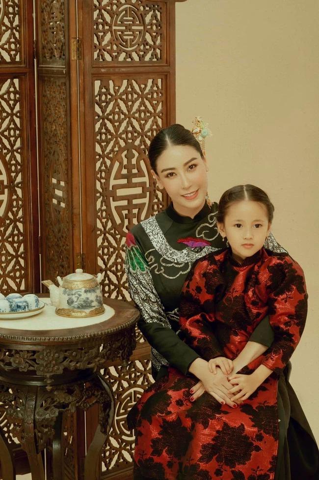Hậu ồn ào 'con Vua cháu Chúa', Hà Kiều Anh công khai loạt hình ảnh 'cực phẩm' của gia đình 1