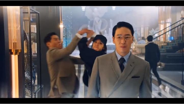 Cuộc chiến thượng lưu 3 tập 9: Seok Kyung âm mưu kết liễu Ju Dan Tae, Su Ryeon cùng Logan hợp sức hạ ác nhân 7