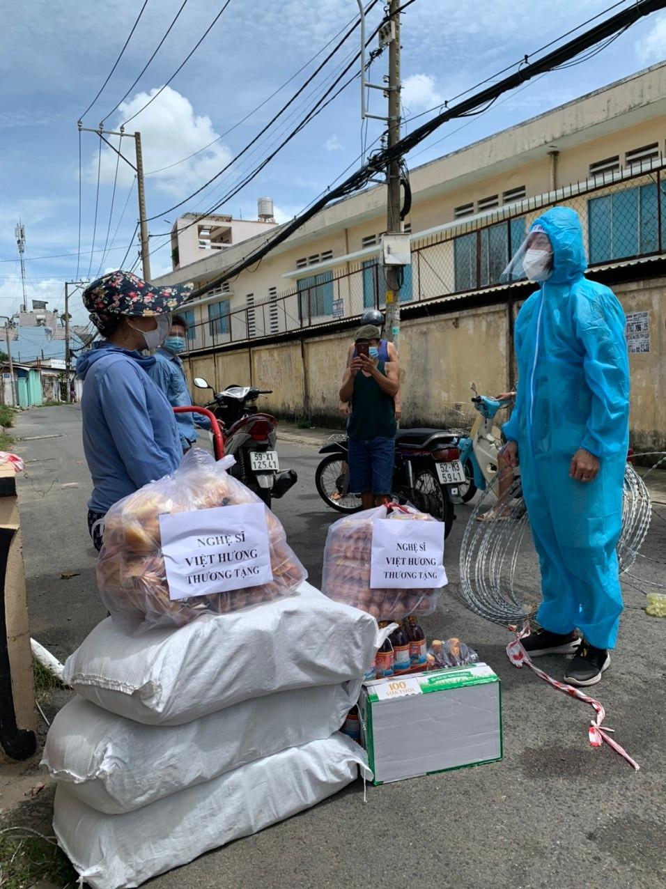 Việt Hương tiếp tục có động thái đáng chú ý sau khi tặng xe cứu thương 2,5 tỷ cho ông Đoàn Ngọc Hải 4