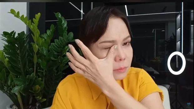 Việt Hương bật khóc, không cam tâm nhận nỗi tủi nhục sau thời gian miệt mài làm từ thiện 1