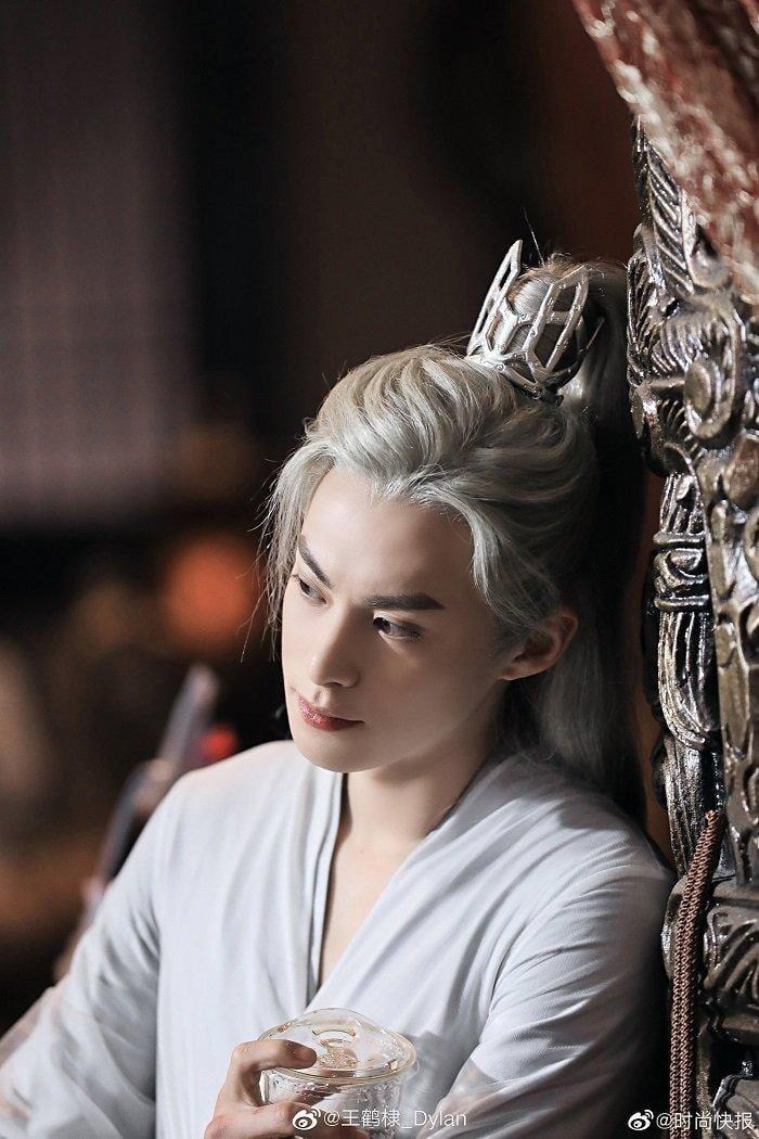 10 mỹ nam cổ trang tóc trắng đẹp ma mị trên màn ảnh Hoa Ngữ 19