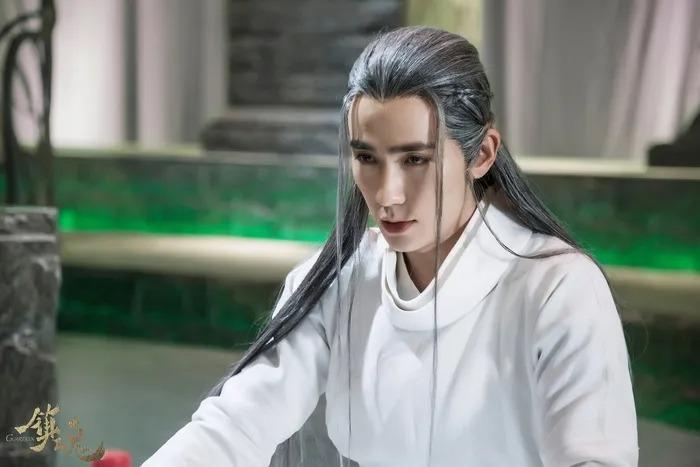 10 mỹ nam cổ trang tóc trắng đẹp ma mị trên màn ảnh Hoa Ngữ 17