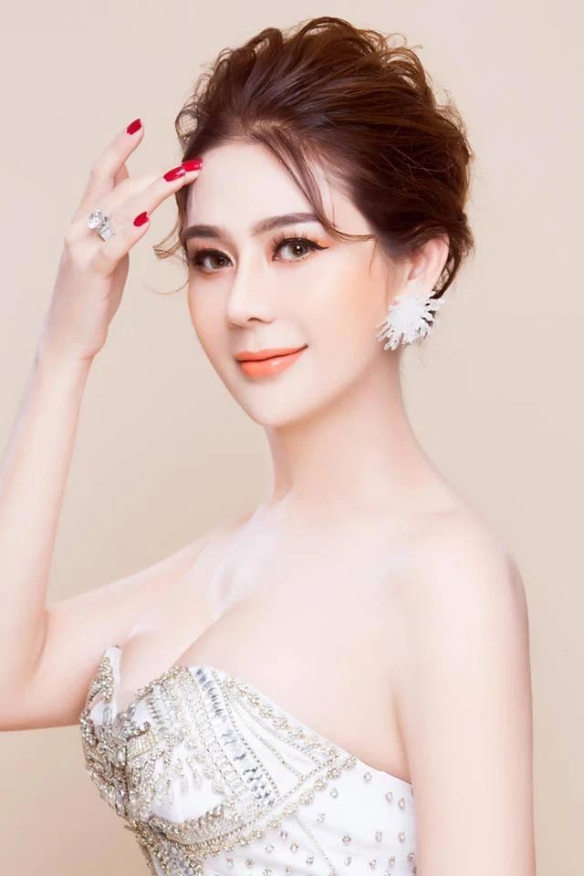 Tin sao Việt 18/8: Mâu Thủy vạ miệng nói về Mai Phương Thúy, mặt mộc của loạt mỹ nhân Vbiz tuổi Sửu 2