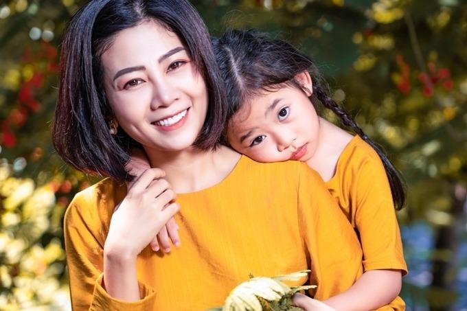 Tin sao Việt 25/8: Vợ Mạnh Trường bóc trần chiêu thức tán gái của chồng, Lộ người 'chung giường' với Ngọc Trinh 3