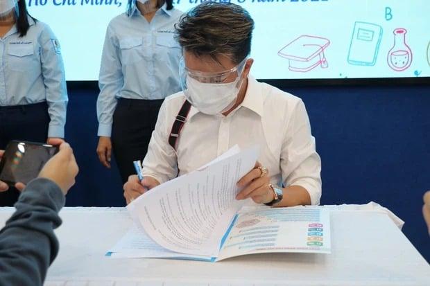 Trước khi vướng nghi vấn 'nối gót' Hoài Linh, Đàm Vĩnh Hưng có loạt hành động liên quan trực tiếp đến lời tố cáo 6
