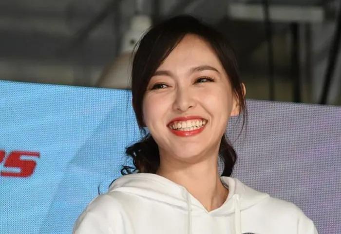 Dàn mỹ nhân Cbiz sở hữu nụ cười 'tắt nắng': Dương Mịch sợ cười lớn, Lưu Diệc Phi hóa 'dân thường' 5