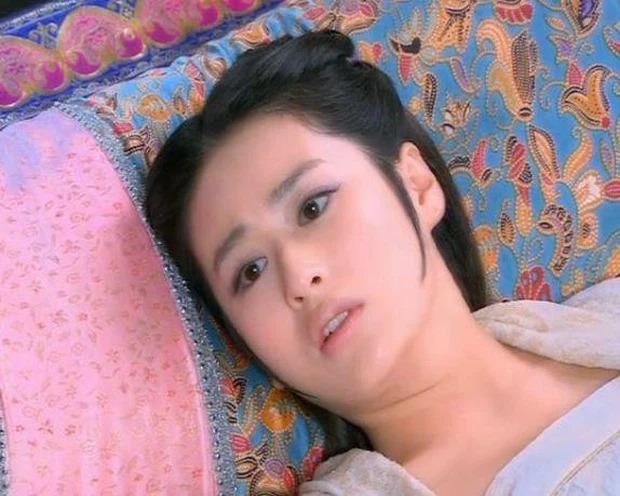 Sao nữ Cbiz mặt ngấn mỡ trong tạo hình cổ trang: Trần Nghiên Hy 'huyền thoại' biếm họa, 'trùm cuối' gây bất ngờ 4