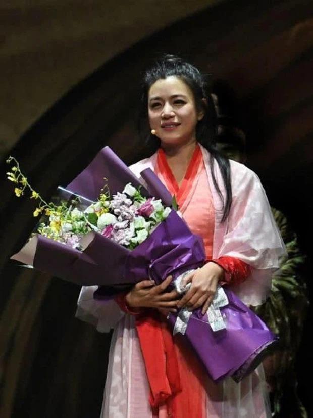 Sao nữ Cbiz mặt ngấn mỡ trong tạo hình cổ trang: Trần Nghiên Hy 'huyền thoại' biếm họa, 'trùm cuối' gây bất ngờ 2