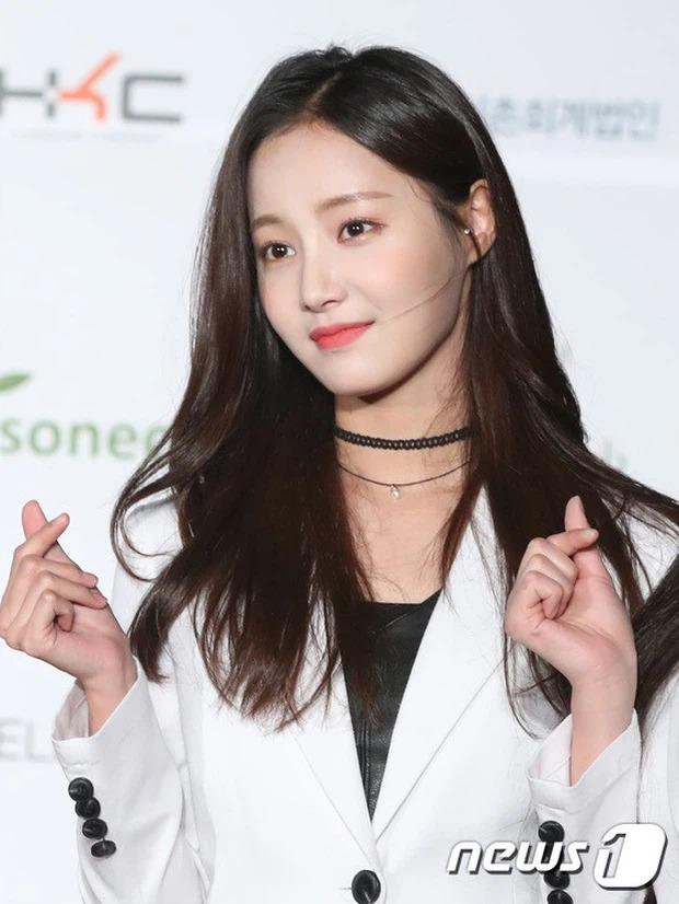Không phải Kim Go Eun, Lee Min Ho bị Dispatch khui ảnh hẹn hò với cựu thành viên Momoland 7