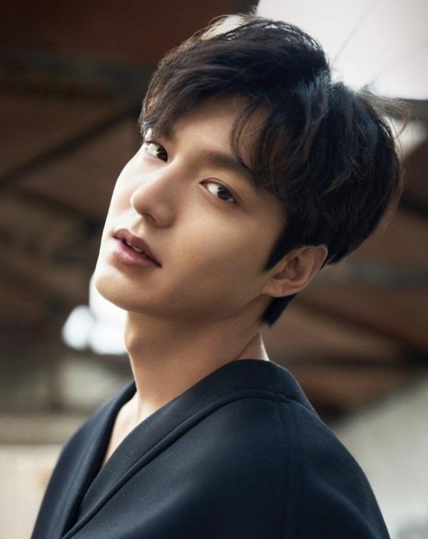 Không phải Kim Go Eun, Lee Min Ho bị Dispatch khui ảnh hẹn hò với cựu thành viên Momoland 6