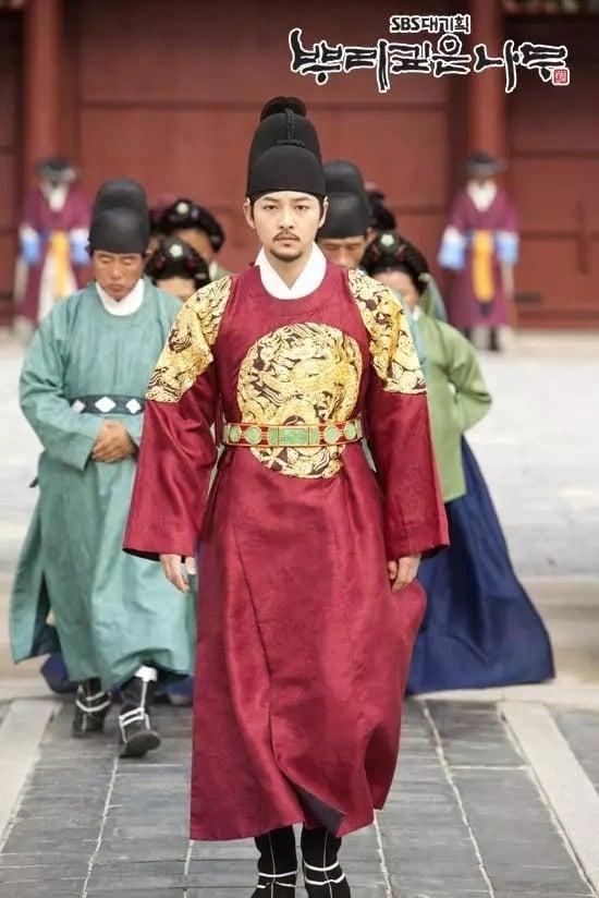 6 quân vương điển trai nhất màn ảnh Hàn: Song Joong Ki nghiêm nghị và quyền lực, Lee Min Ho khí chất ngời ngời 2