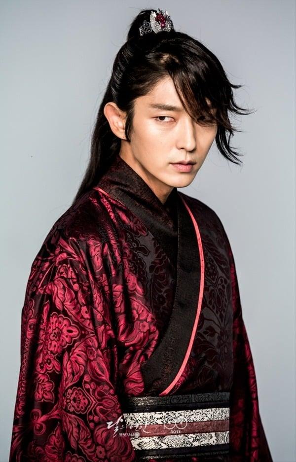 6 quân vương điển trai nhất màn ảnh Hàn: Song Joong Ki nghiêm nghị và quyền lực, Lee Min Ho khí chất ngời ngời 11