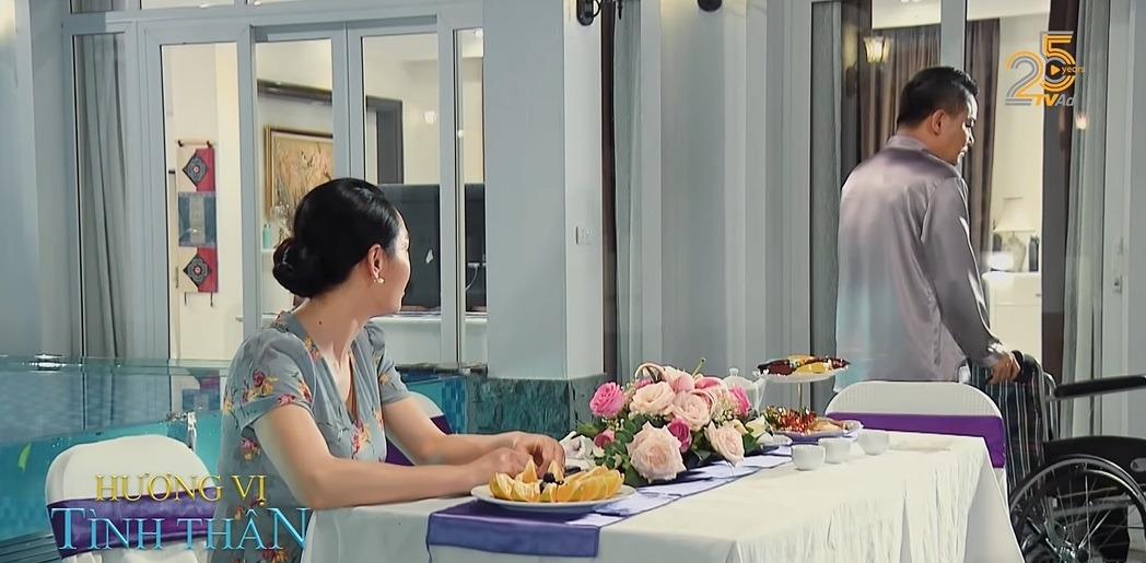 Hương vị tình thân phần 2 tập 27: Bà Xuân lên mặt cảnh cáo ông Khang, 'trà xanh' tung chiêu với Huy 1