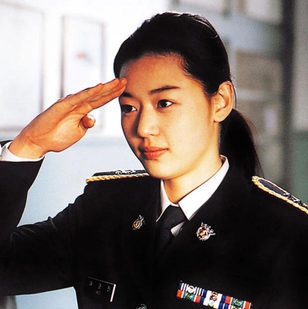 6 nữ thần mặt mộc của phim Hàn: Son Ye Jin 'vô đối', Song Hye Kyo đầy rạng ngời 5