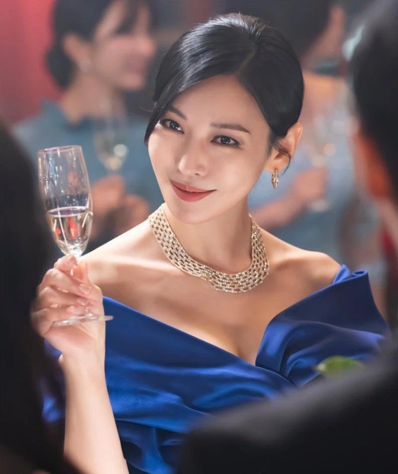 Rò rỉ hình ảnh Song Hye Kyo trong quá khứ, nhan sắc lép vế hoàn toàn trước 'ác nữ' màn ảnh Hàn 10
