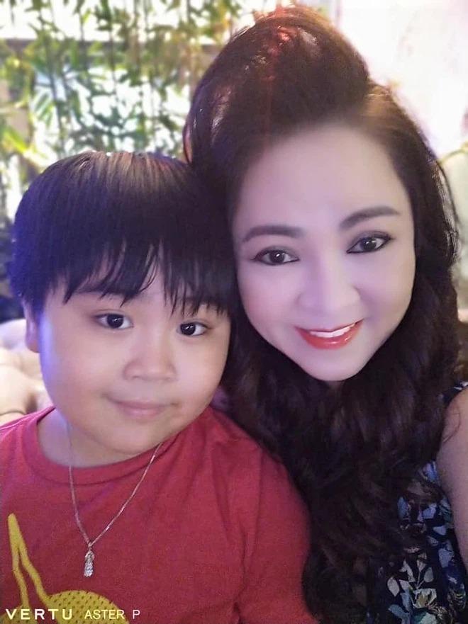 Bà Phương Hằng hiếm hoi hé lộ về hạnh phúc nơi 'danh gia vọng tộc' 5