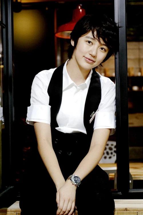 8 mỹ nhân Kbiz giả trai trên màn ảnh: Son Ye Jin tạo hình hài hước, Park Min Young dù thư sinh vẫn cực xinh 8
