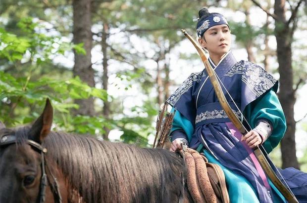8 mỹ nhân Kbiz giả trai trên màn ảnh: Son Ye Jin tạo hình hài hước, Park Min Young dù thư sinh vẫn cực xinh 12