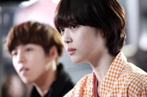8 mỹ nhân Kbiz giả trai trên màn ảnh: Son Ye Jin tạo hình hài hước, Park Min Young dù thư sinh vẫn cực xinh 15