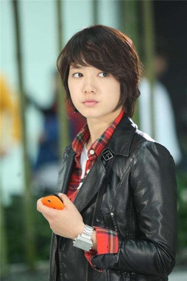 8 mỹ nhân Kbiz giả trai trên màn ảnh: Son Ye Jin tạo hình hài hước, Park Min Young dù thư sinh vẫn cực xinh 3