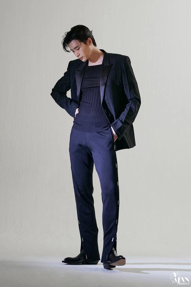Lee Jong Suk lộ loạt ảnh thân hình như tượng tạc, thần thái 'bao ngầu' với ánh mắt có khả năng 'chế ngự' triệu trái tim 5