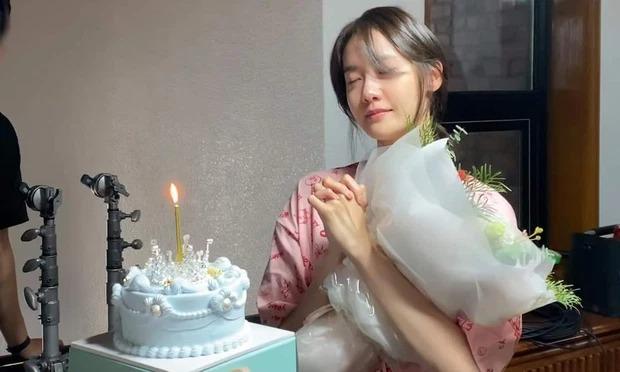 Yoona lộ mặt mộc, mắt sưng húp, nhan sắc liệu còn xứng danh 'nữ thần' như bao người ngợi ca? 2