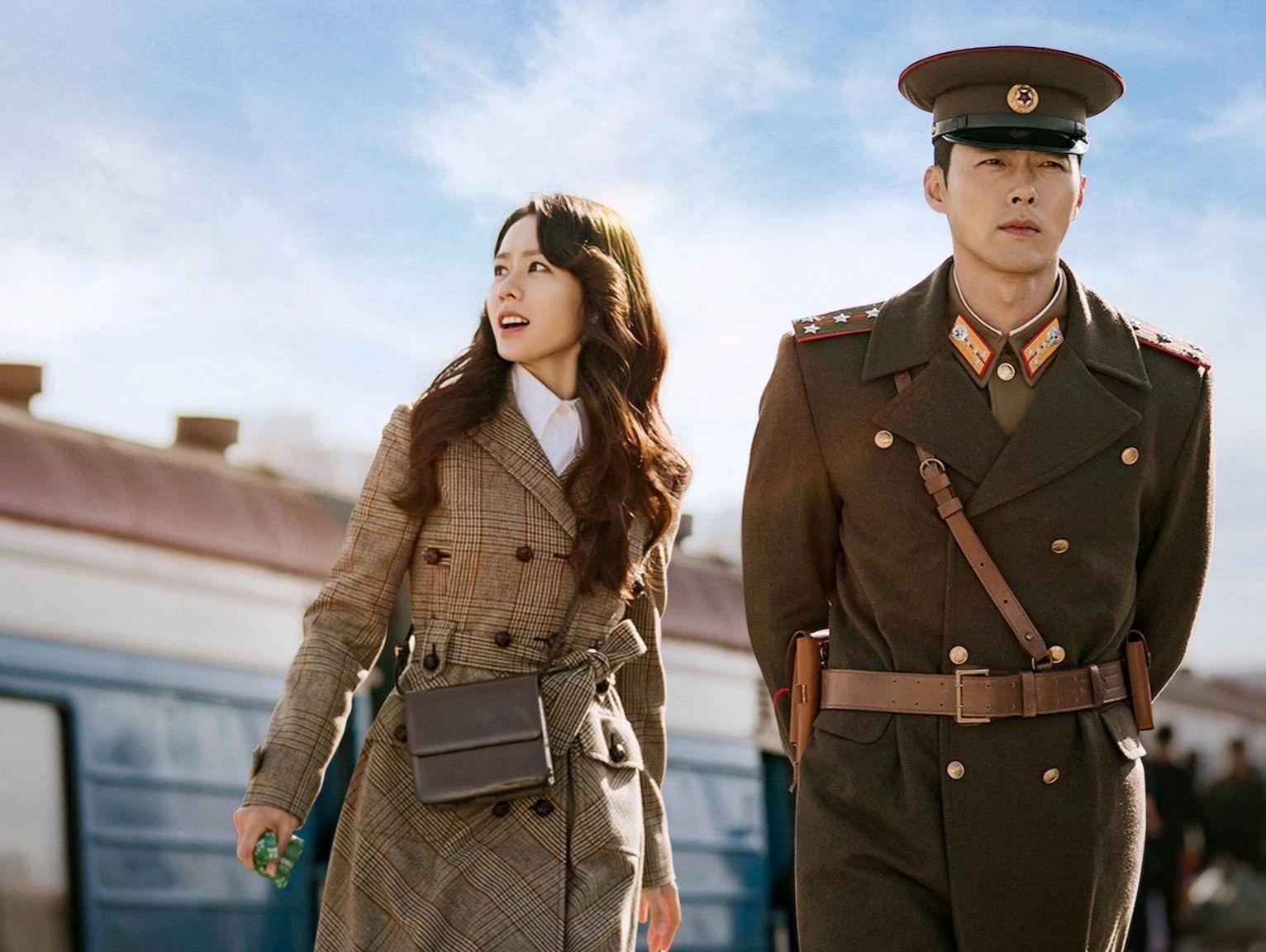 Son Ye Jin có duyên với Triều Tiên khi vừa thành đôi cùng Hyun Bin nay lại 'tranh quyền đoạt thế' với trai đẹp 4