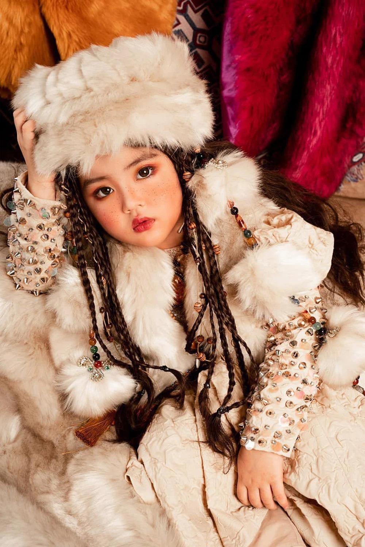 Ngỡ ngàng nhan sắc 'như 2 giọt nước' của Thu Quỳnh lúc nhỏ với cô bé đóng vai Thy trong 'Hương vị tình thân' 7