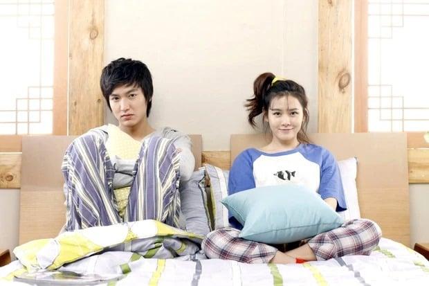 Son Ye Jin bị đào lại quá khứ với cảnh 'chăn gối' bên Lee Min Ho giữa lúc yêu đương mặn nồng với Hyun Bin 1