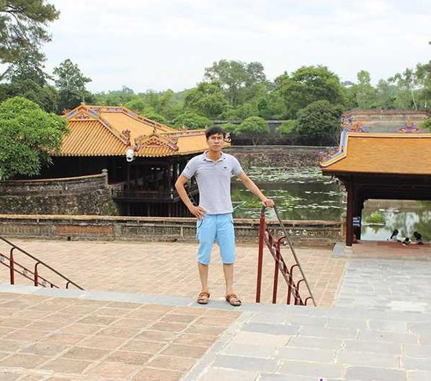 Cuộc sống sau 9 năm của nam sinh khóc ngất vì gặp thần tượng Hàn Quốc ở Nội Bài 3