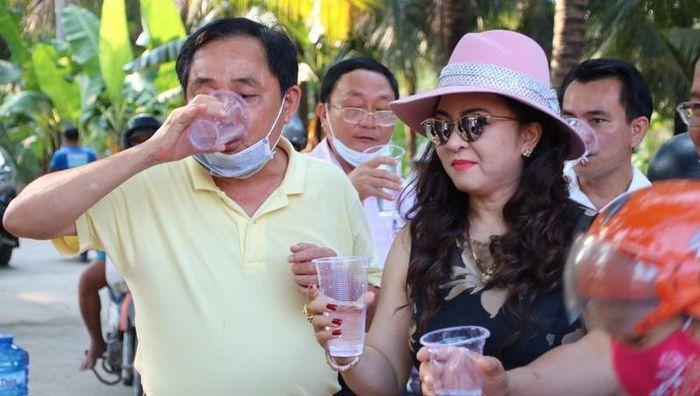 Bà Phương Hằng không hứa suông, 'cẩu' nhà máy oxy chở thẳng cho bệnh viện 'kêu cứu' 1