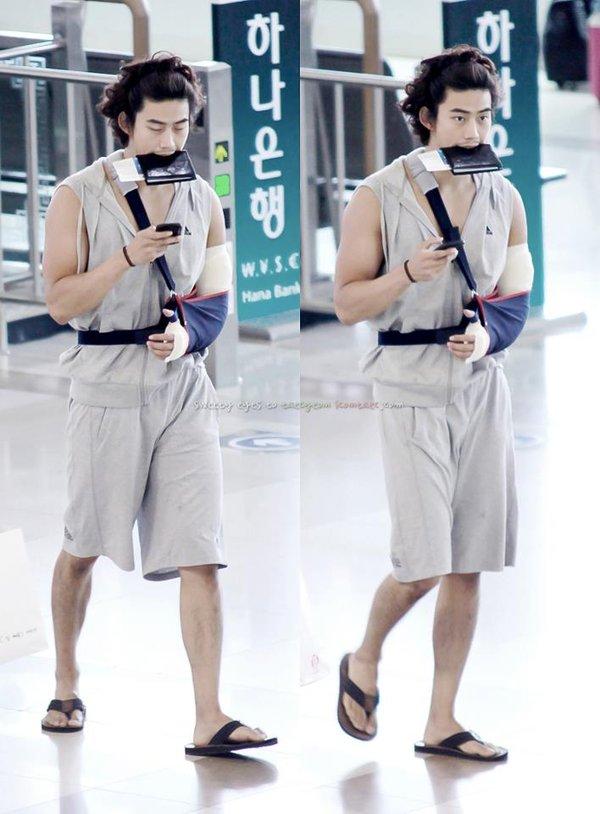 8 gu thời trang sân bay khiến chính fan ruột 'ngây người' của mỹ nam Kpop: Changsub, GD, JHope,.. 1