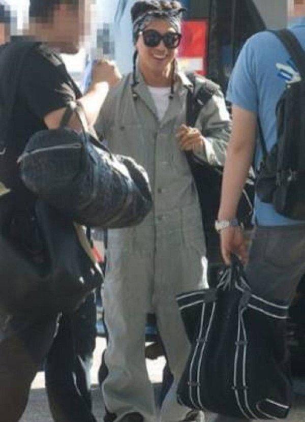 8 gu thời trang sân bay khiến chính fan ruột 'ngây người' của mỹ nam Kpop: Changsub, GD, JHope,.. 3